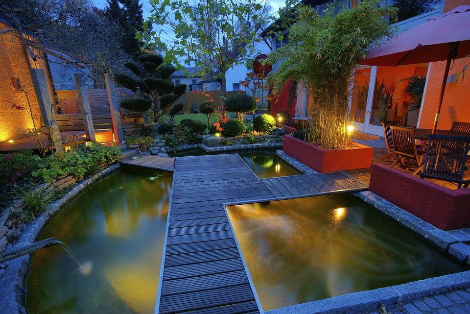 schwimmteich oder living pool die qual der wahl im. Black Bedroom Furniture Sets. Home Design Ideas