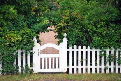 Gartenzaun wurde Weiß gestrichen