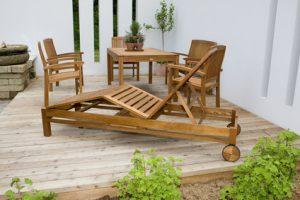 Gartenliege mit Sitzgruppe zur Erholung im Eigenheim