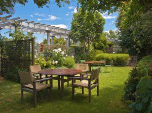 Der Artikel gibt Tipps zum Genießen des Herbstes im Garten.