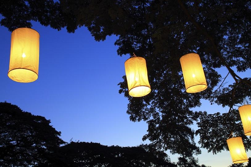 Lichterfest im eigenen Garten: Beleuchtete Pflanzgefäße und Co