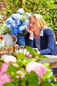 Wählt man einen sonnigen Standort für die Hortensien, wird die Pflege ein klein wenig aufwändiger, weil man häufiger gießen muss. Foto: djd/Endless Summer